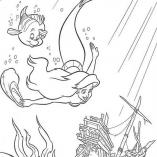 ариэль и флаундер плывут к кораблю
